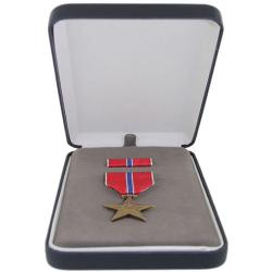BRONZE STAR MEDAL SET (BOXED)